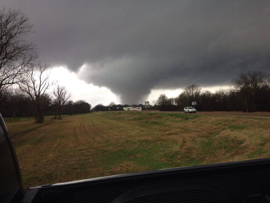 Tornado still on the ground moving thru the Marks area heading into Panola Co. Stan took this pic near Marks. #mswx https://t.co/bVJmCtHe74