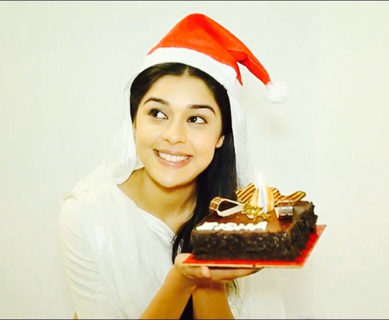 Eisha Singh celebrates her birthday with a leading online entertainment new portal