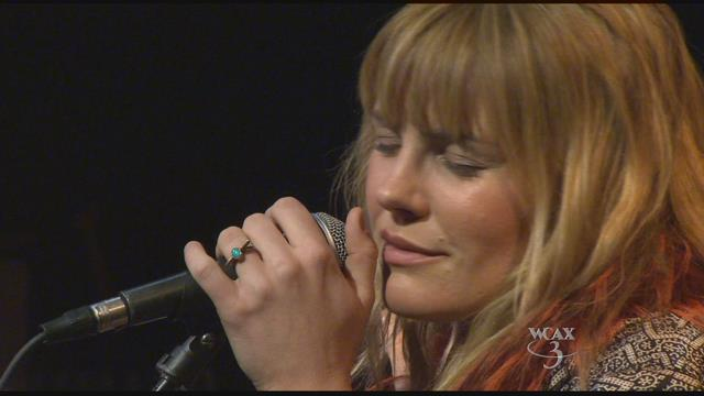 #Vt rocker @GracePotter serenades students at her alma mater and picks up an award https://t.co/Y0glMtDWM0 https://t.co/pfA6VL8dzm