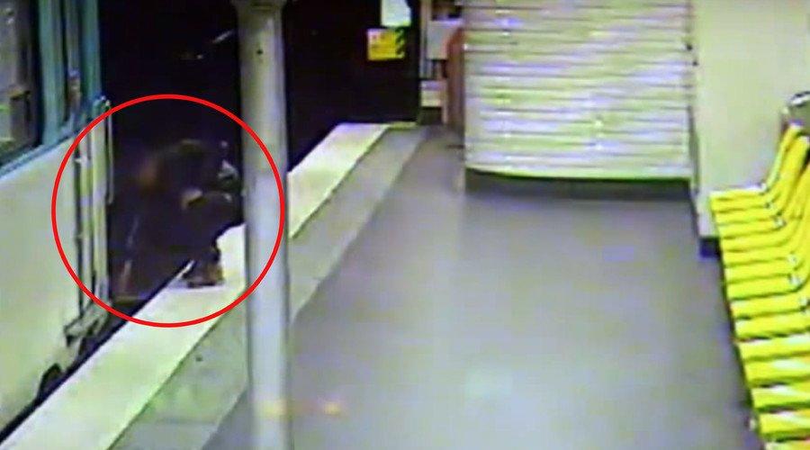 Il ladro gli salva la vita nella metro parigina