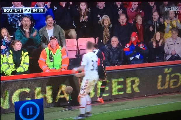 A steward at Bournemouth was the spitting image of Man United legend Sir Alex Ferguson [Pictures]