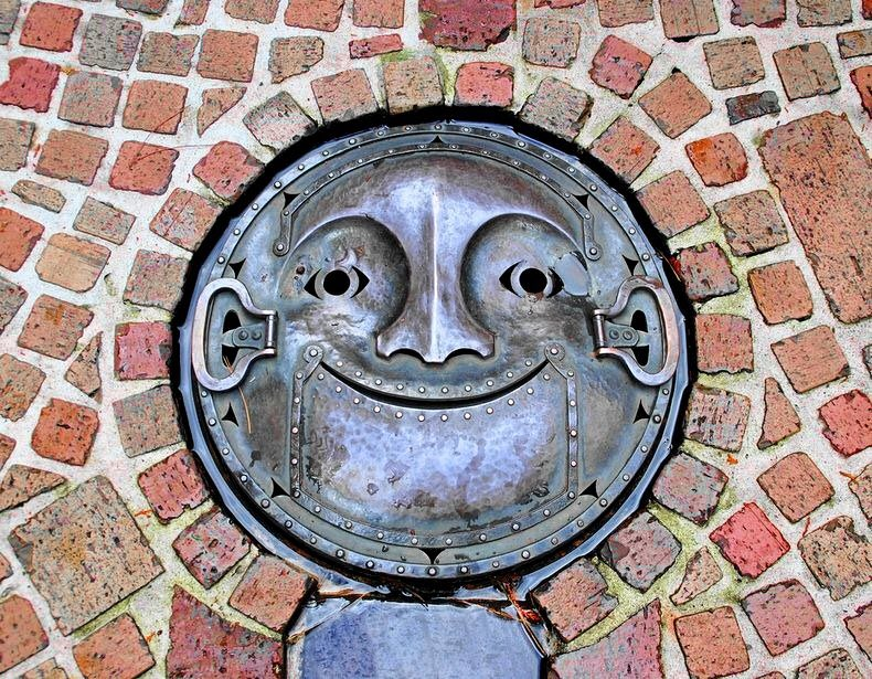 So, apparently, Japan's manhole cover game is next level? How gloriously whimsical. https://t.co/Qd4qcMaval