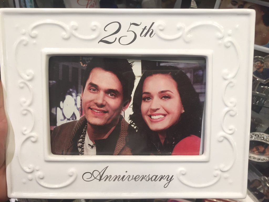 at a store that puts celebrity pics in their frames for sale and this one has me dying https://t.co/UGxrIt2LZL