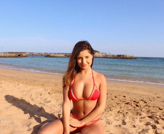 *Squint* lol I love the beach ☺️❤️ https://t.co/VZnK6CoIPc