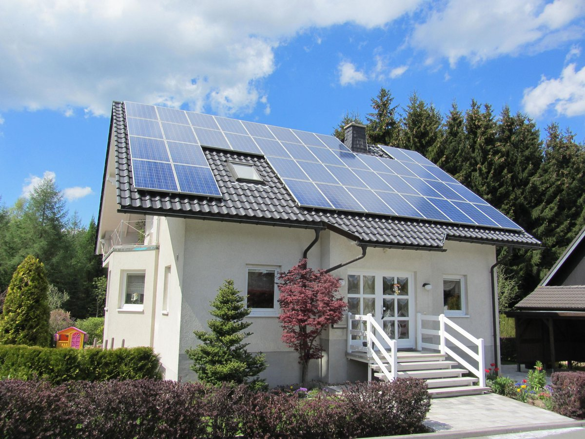 Consider installing #solar panels on your roof/in your garden? We can help you with that! https://t.co/t39lUGCjvT