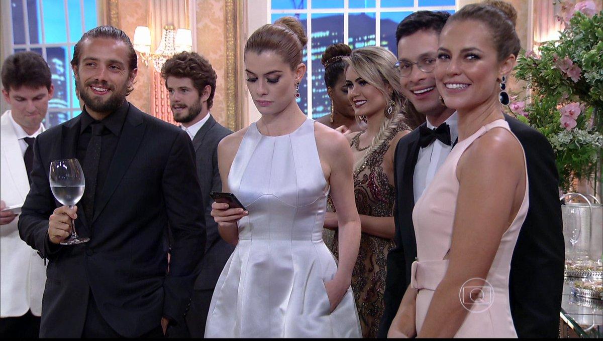 Alinne Moraes sou eu na festa de família #melhoresdoano https://t.co/TFOTcCeyVq