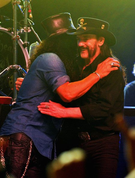 ATTENTION! PRIVATE SHOW TONIGHT! LEMMY'S BDAY PARTY! @Slash  will jamming at Lemmy's Bday  in Private party tonight! https://t.co/h0hwzcpMWZ