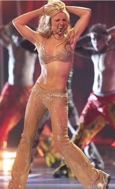 One of my biggest dance inspirations <3 #MTVStars Britney Spears @hannahspears https://t.co/STj1dbkbQX