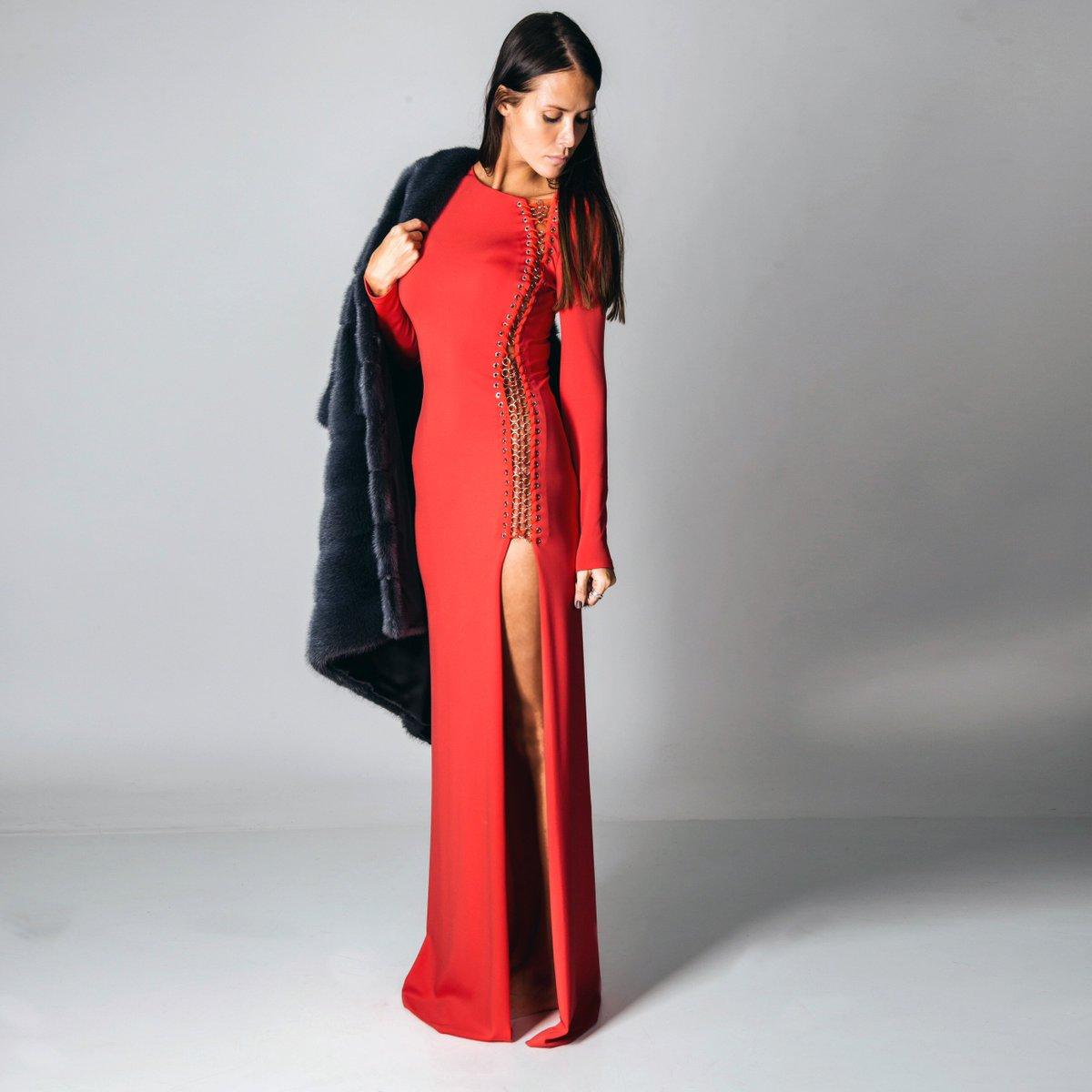 На модели – платье @EmiolioPucci, шуба Simonette Ravizza. Купить онлайн: https://t.co/C2X0K2qLmw https://t.co/71fXVeTS2e