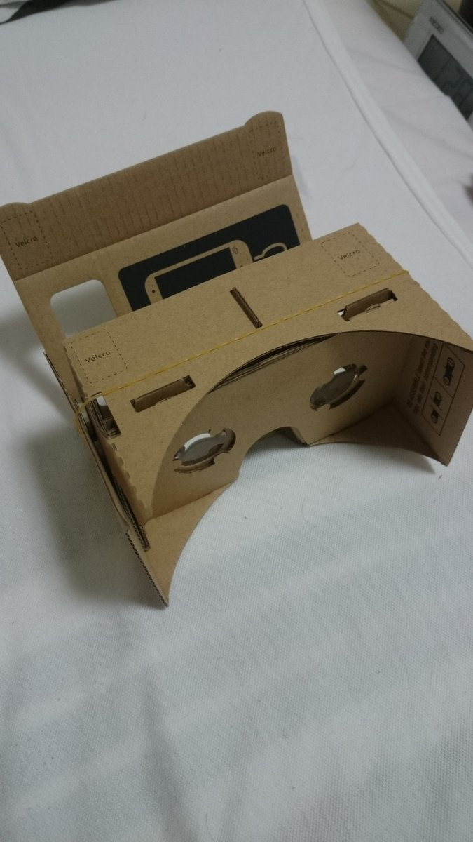 3D眼鏡を買いました。 googleが出してるやつで、携帯電話をさしこんで専用アプリを開くことで手軽にVR体験ができるみたいです。  やってみたけど超楽しい!!( っ'ω'c) https://t.co/rlZgkFtYNl
