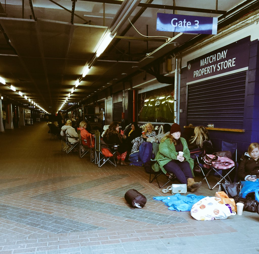 Competition winners queuing up for tonight's exclusive Take That gig Under the Bridge https://t.co/69X45jqT3p