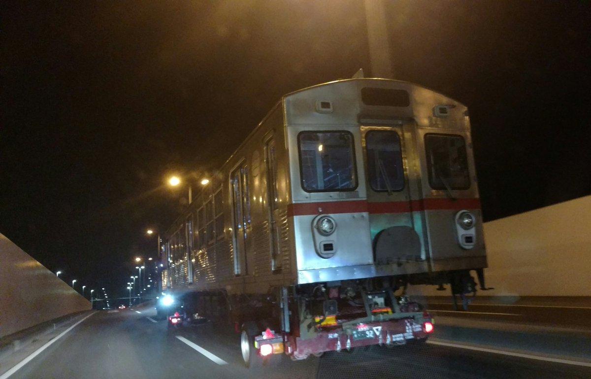 ゲートブリッジ経由で家に帰る途中、電車走ってた。 https://t.co/O6dePifflC