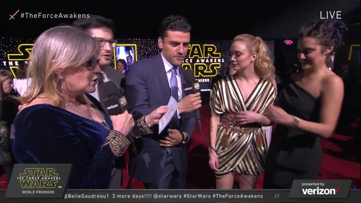 Carrie is interviewing Oscar and Billie is there because this is insane and amazing #StarWars #TheForceAwakens https://t.co/WDBFwfQvUA