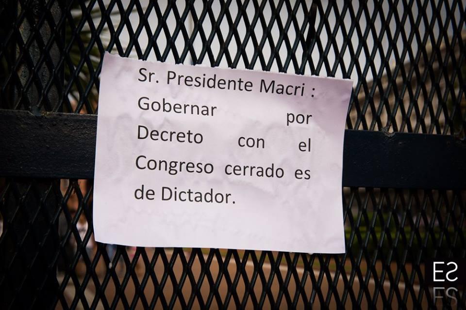 Manifestaciones en todo el país en defensa de la Ley de Medios #LaLeyDeMediosNoSeToca https://t.co/oIrVDTtwzf