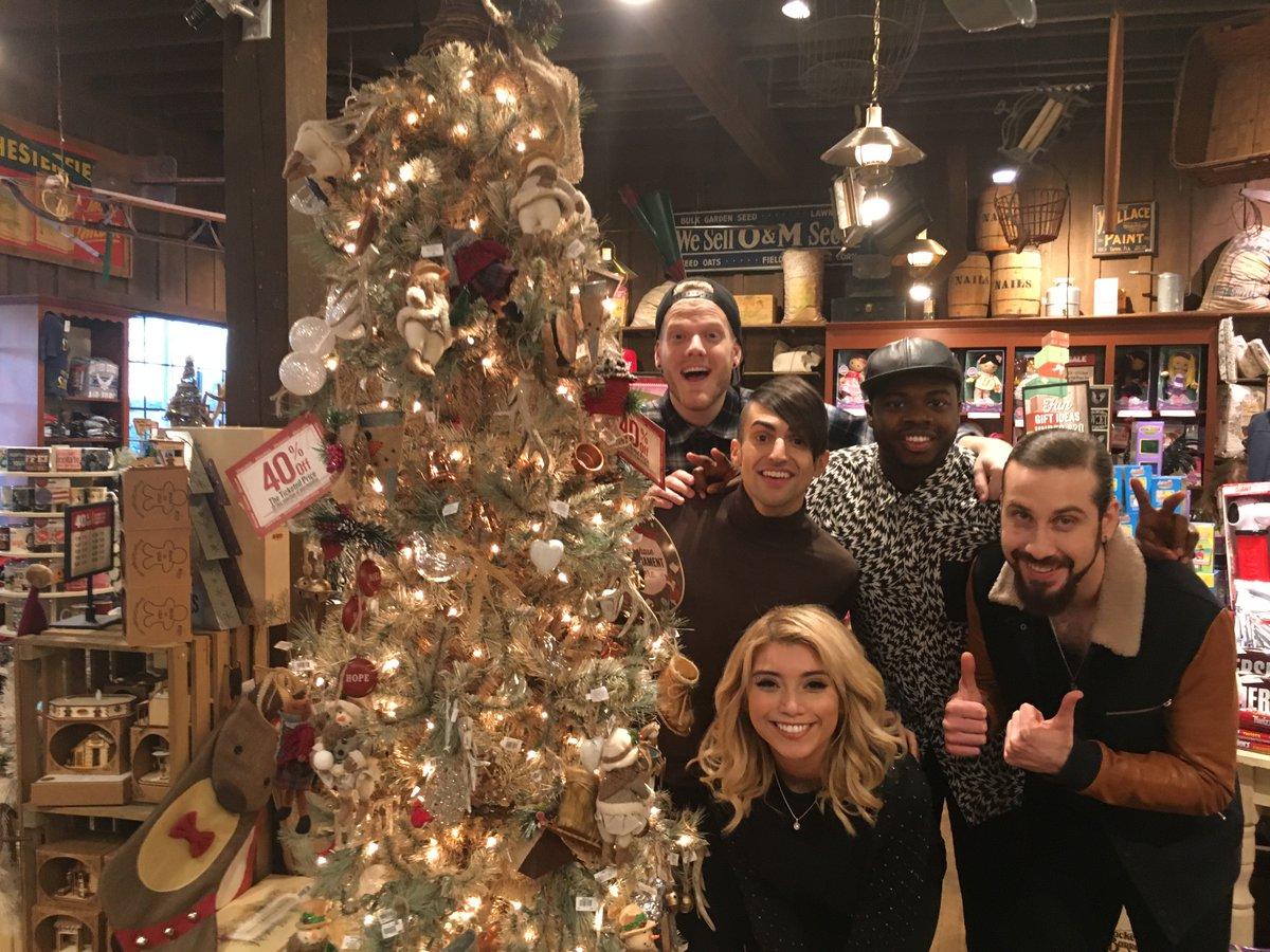 pentatonix on twitter had a little fun rockin around the christmas tree at crackerbarrel in marietta ga httpstcojmnhmkqcoe