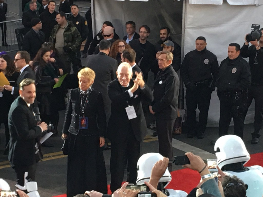 Max Von Sydow on the red carpet at #StarWarsPremiere! https://t.co/J48qGsEOmc