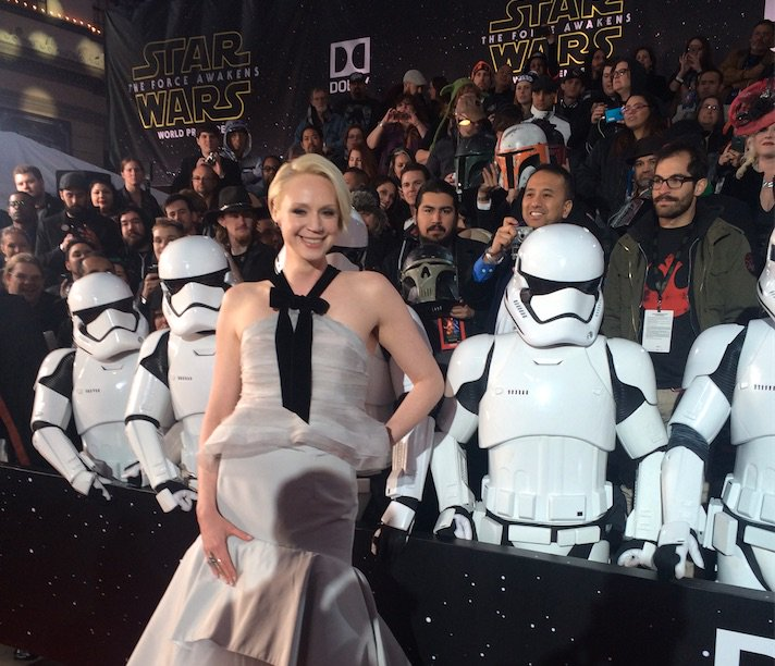 @lovegwendoline poses with a few of her troopers on the #StarWars #TheForceAwakens #redcarpet. https://t.co/G59NUOweND