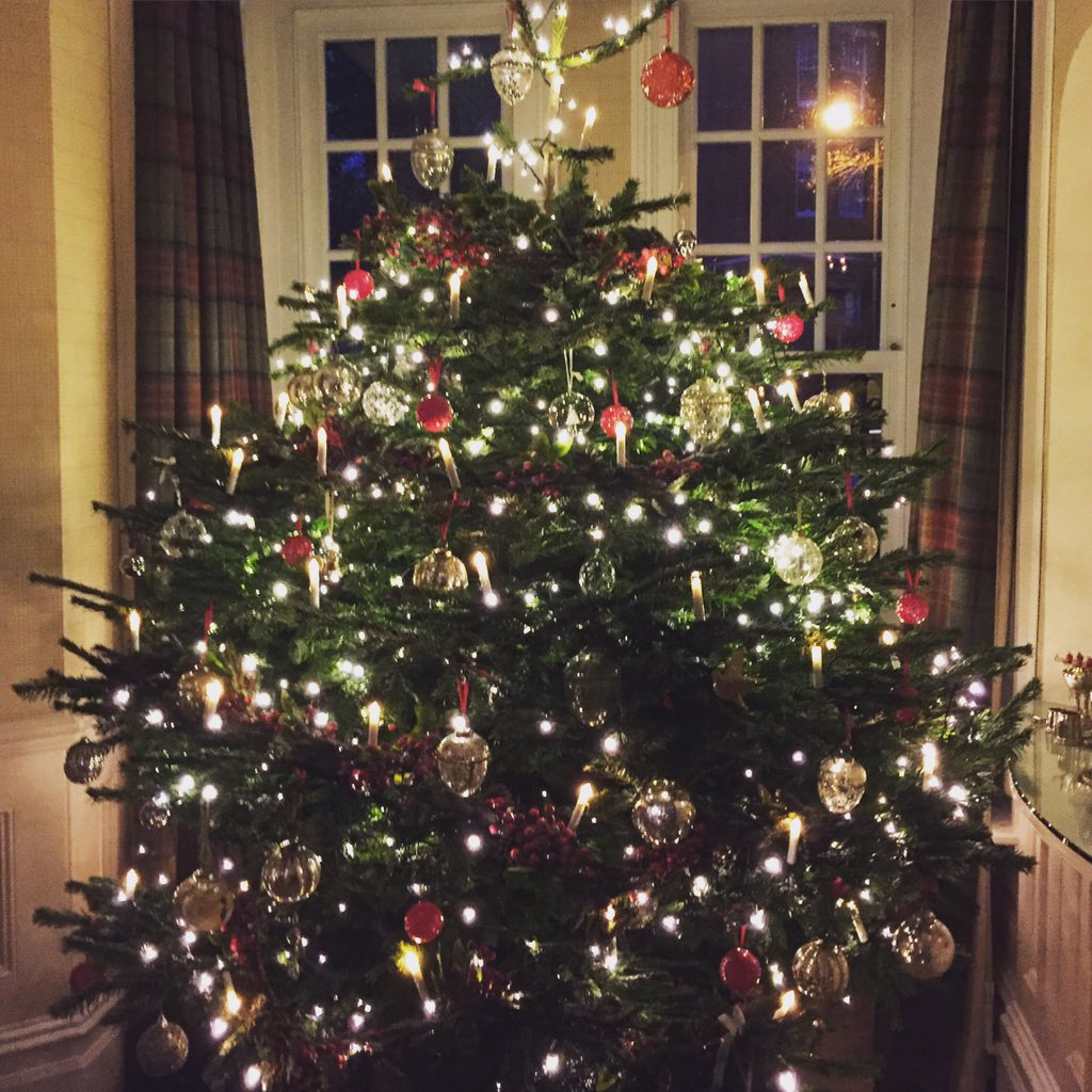 Now all she needs is a star... Merry Christmas everyone xxx https://t.co/rhmaMDjh42