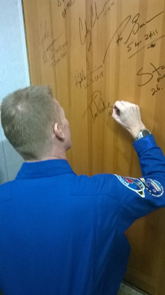 Signing the door and the blessing. Crew on the way shortly. #principia #GoodluckTim https://t.co/lL61dZMKlU