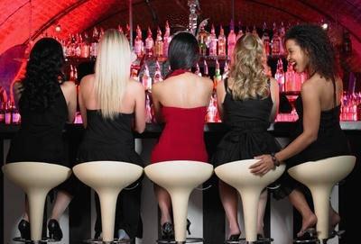 Фото под юбкой в клубе