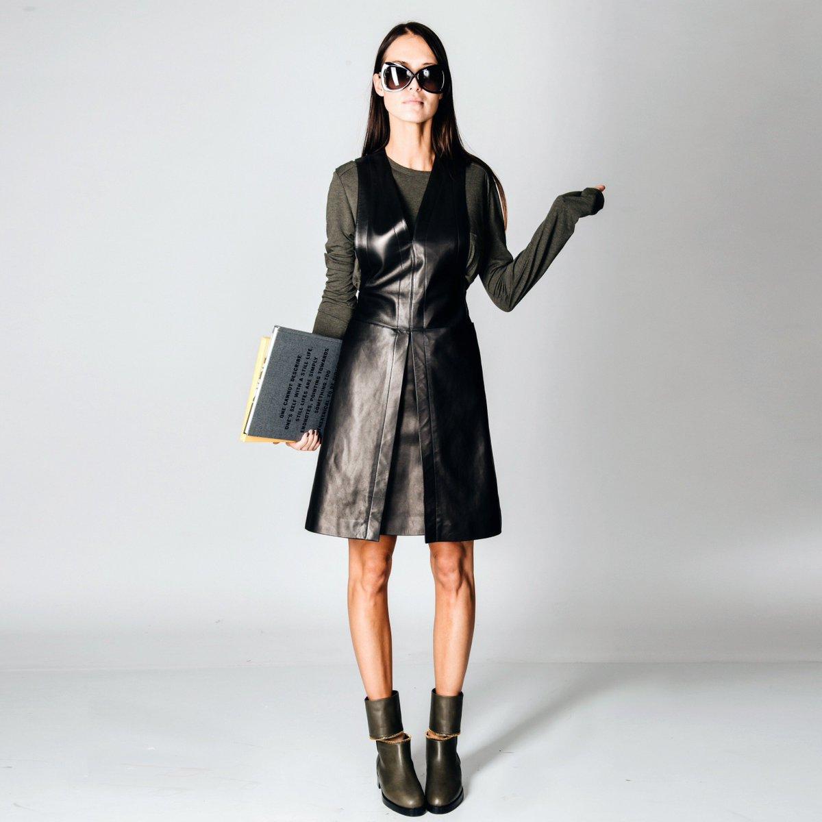 Smart Casual. Кожаное платье @azzedinealaiaofficial, пуловер @alexanderwangny, ботинки @pierrehardy, очки @tomford. https://t.co/YCHNVhTbGK