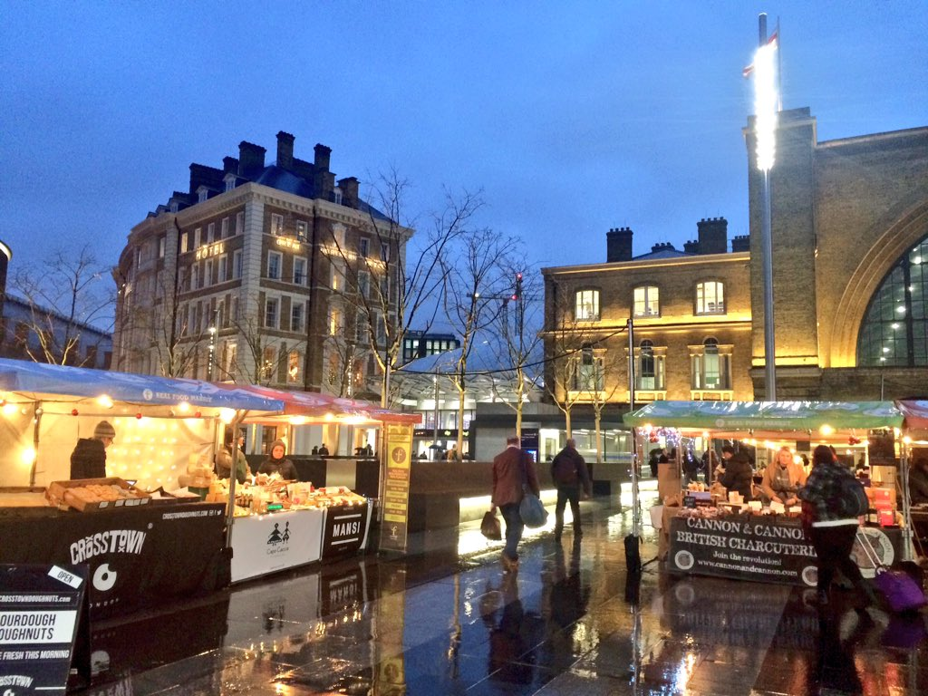 #KingsCross looking magical and very Christmassy in the twilight #Christmasmarket #realfood #artisan https://t.co/S9H0S8Gbb0