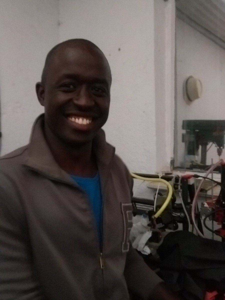 My fantastic friend Roy @heroyic is selling Kenya's first locally produced 3D printer...costs $350. Support our own https://t.co/GbemXUQ4Jr
