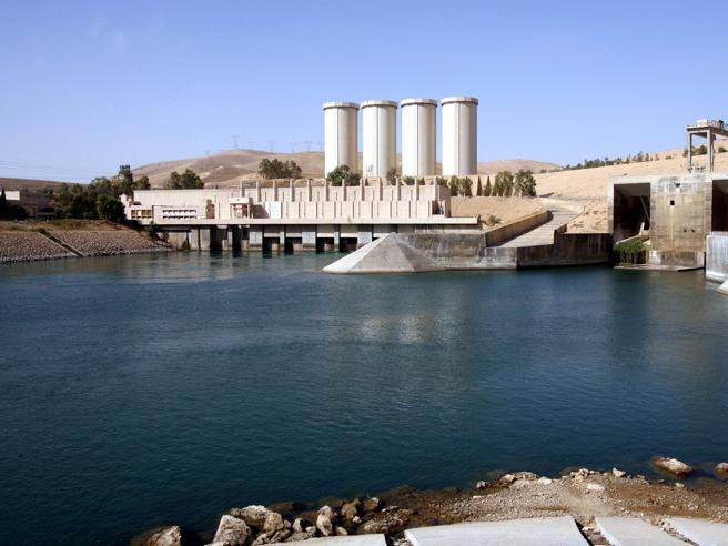 Renzi annuncia l'invio di militari in difesa della diga di Mosul