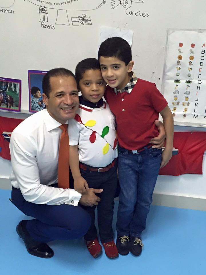 Hace 4 horas, Juan de los Santos publicó en su Facebook fotos con sus hijos en la celebración de Navidad. https://t.co/Q2gy2jmhb1
