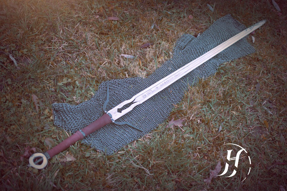 The Witcher On Twitter Ciri S Sword Zirael Forged By The