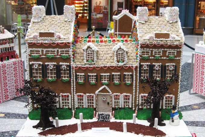 #SarahJanesAdventCalendar #GingerbreadHouses (Credit to who actually built them) https://t.co/PtOpcgTGBd