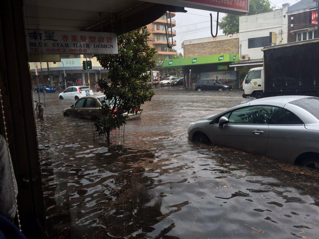 Australia: Guarda Sydney colpita da clima estremo