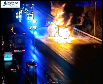 #M62 is closed between J29 (M1) and J30 #Wakefield due to a vehicle fire. Diversion: https://t.co/28ug6Sb4Vu https://t.co/KzzqvWLIk8
