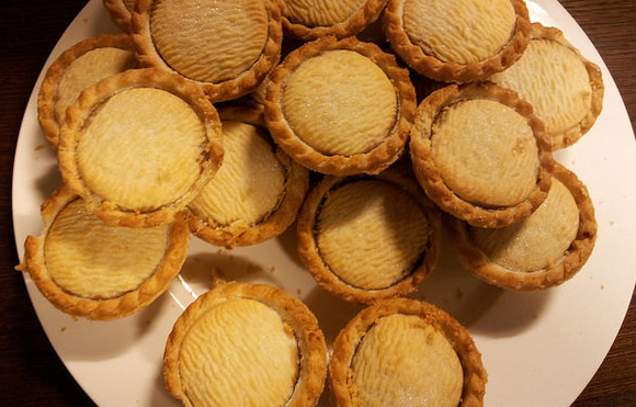 21 british christmas traditions america needs to adopt - British Christmas Traditions