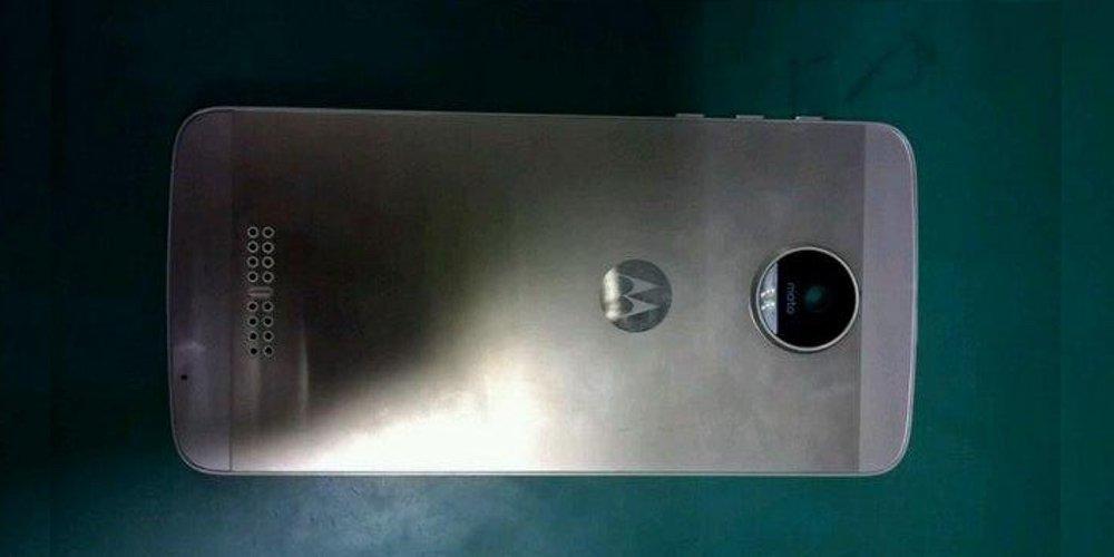 Sketchy Moto X prototype dummy leak suggests possible design for 2016 Motorola flagship  https://t.co/OuSS9Ah9aC https://t.co/CoUOZqqkI4