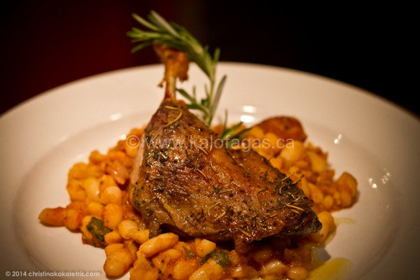 Like Greek food? Try this #recipe for Duck Confit With Fassoulada Beans - @kalofagas https://t.co/XEUQSSEGHg https://t.co/Ec1EeDTUby