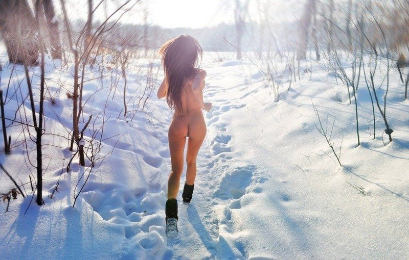 ladies nude in snow