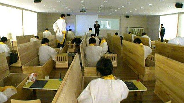 Corea del Sud: finto funerale per la lotta contro alto tasso di suicidi