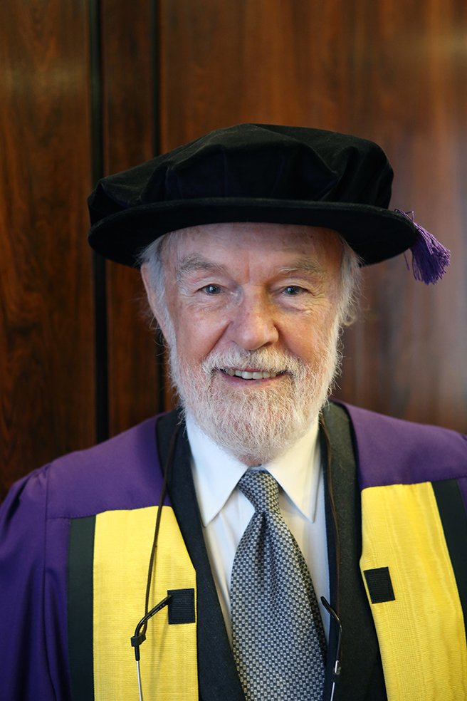 Congratulations @profdavidharvey on receiving an Honorary Degree. Download his recent talk https://t.co/m4NmIM2bWi https://t.co/bB56DJ0jkr