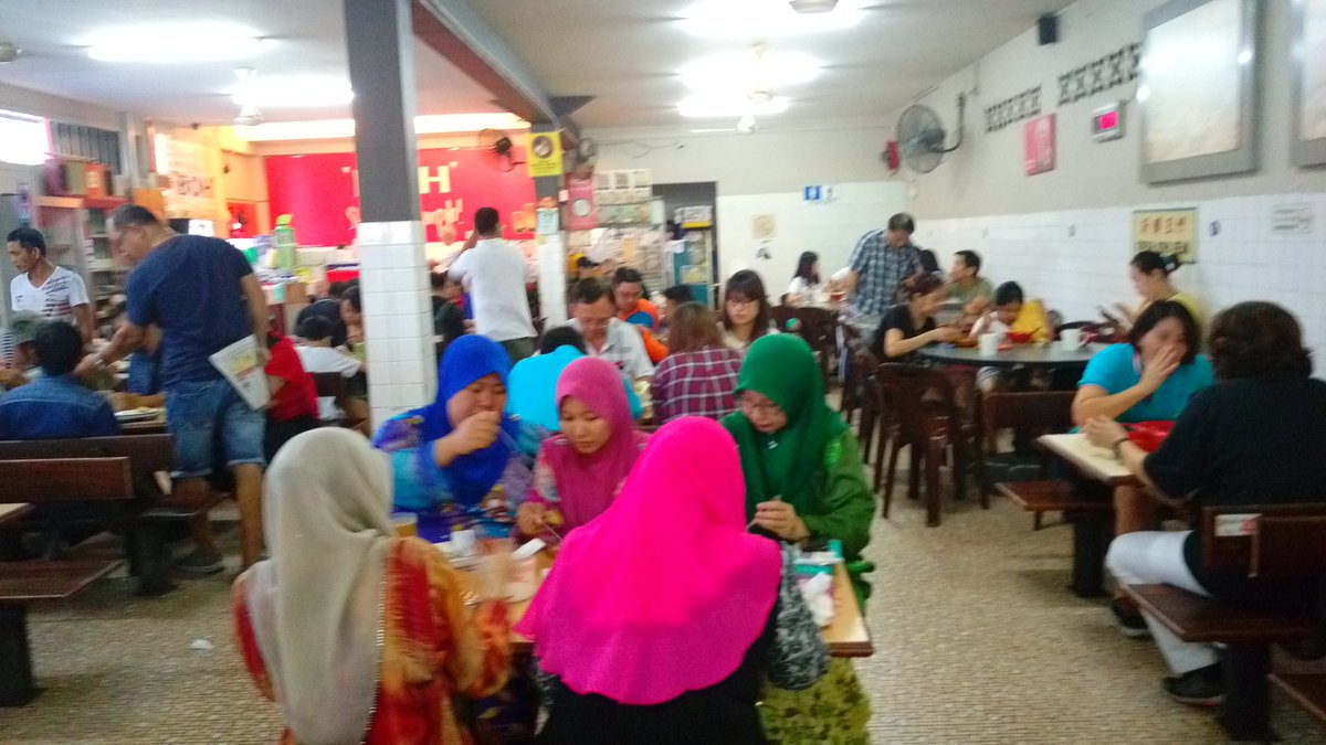 This is Kuching! Where Sarawakians of all religion eat at coffee shop that's not kosher. Chong Choon Cafe. https://t.co/J2Bx3GGOBf