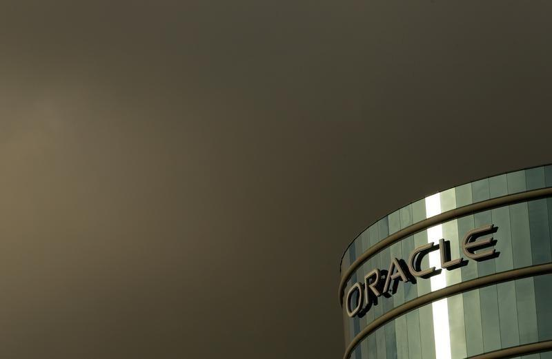 Oracle profit forecast fails to impress; shares fall