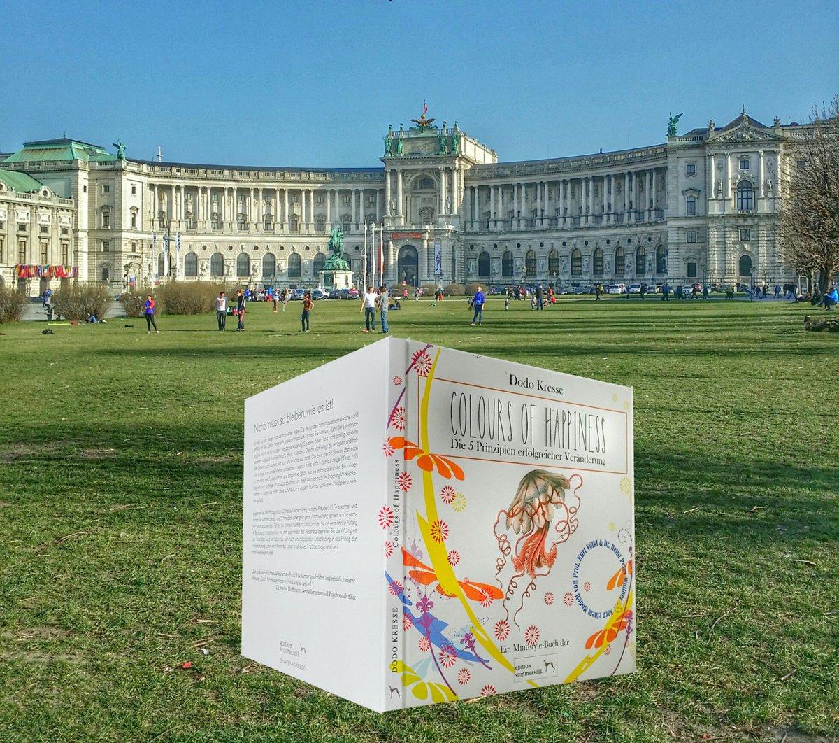 COLOURS of HAPPINESS Daniel nahm mich mit auf eine spanende Reise. #Bücher aus #Wien! https://t.co/5Bphd5aB4Y #Buch https://t.co/bnpwajl8Rx