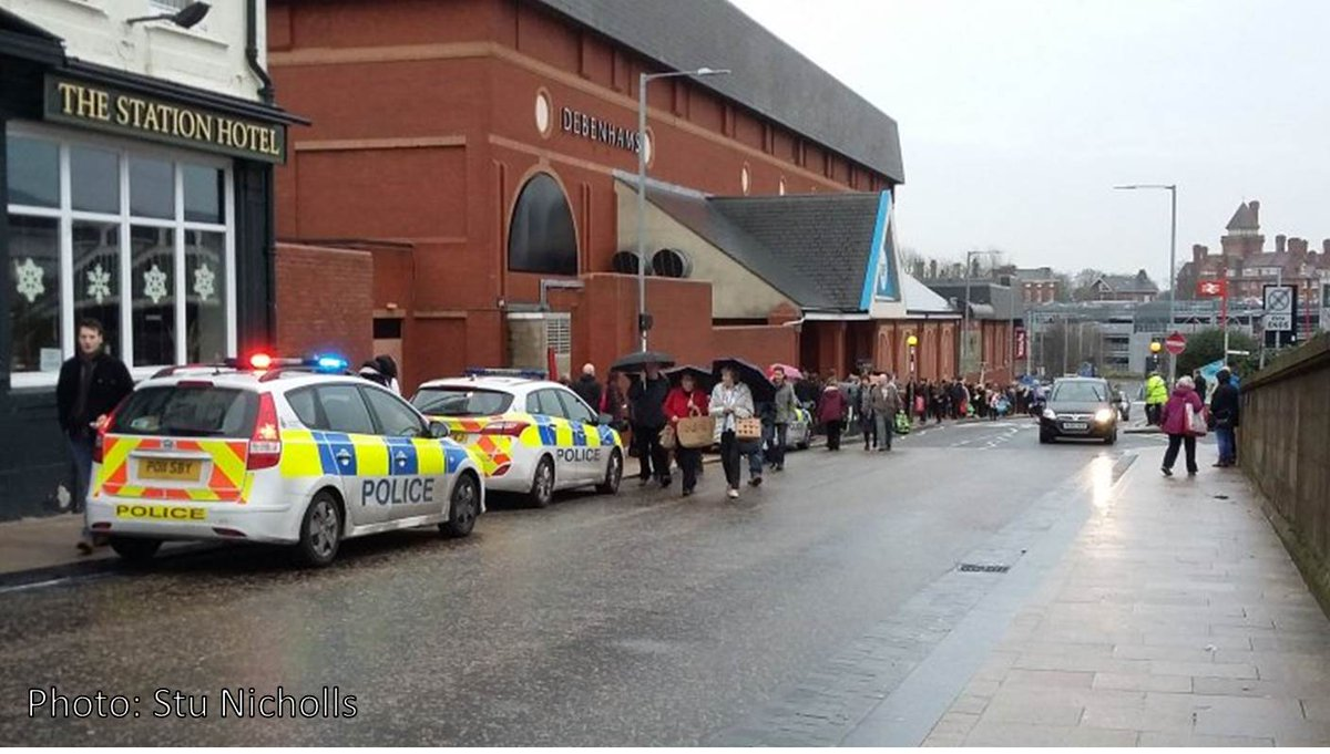 """Preston's Fishergate Centre has been evacuated after a """"suspicious device"""" has been found. More to follow. https://t.co/XLVGqZw6g6"""