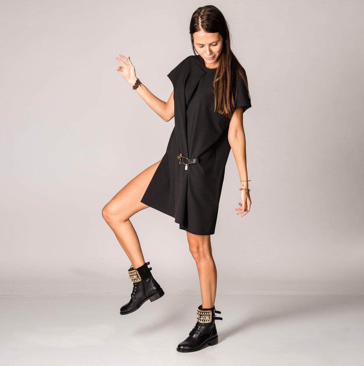 Платье @BALENCIAGA , ботинки @ReneCaovilla. Купить онлайн: https://t.co/C2X0K2qLmw https://t.co/a2t3W8B5KE