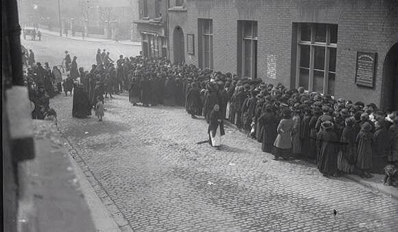 People queuing for food parcels, Dublin, Irish Civil war 1923. People queuing for food parcels, Dublin yesterday. https://t.co/LaI78aOfz4