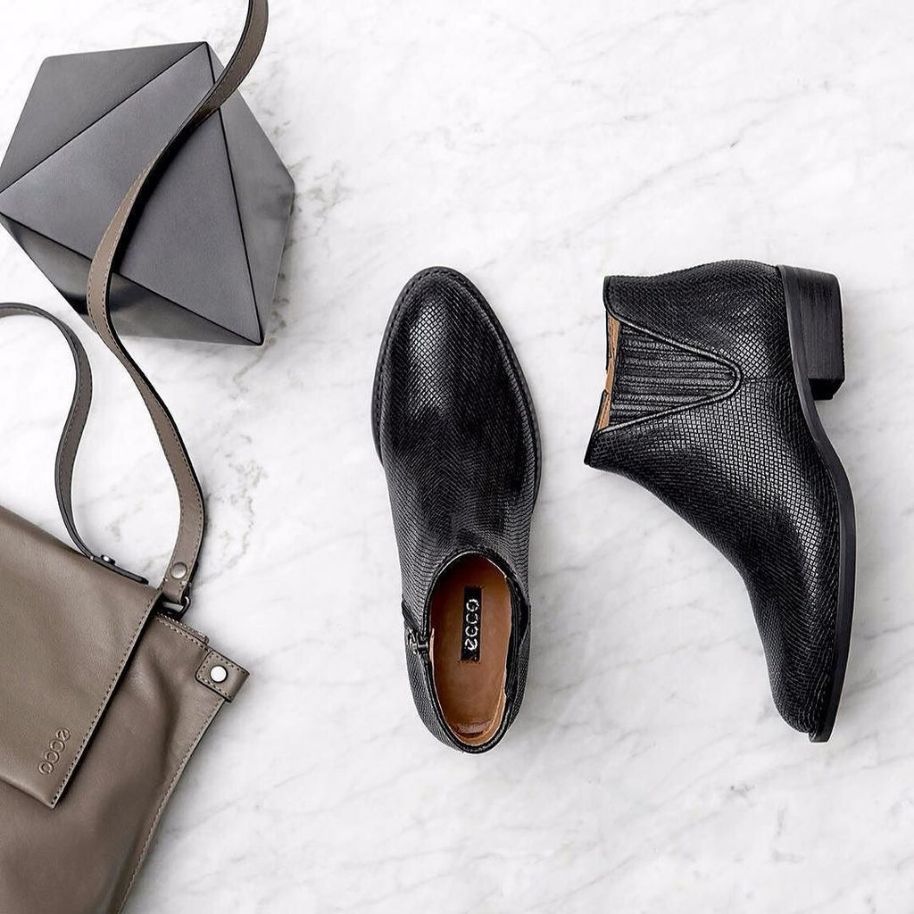 ecco chelsea boots hashtag on Twitter