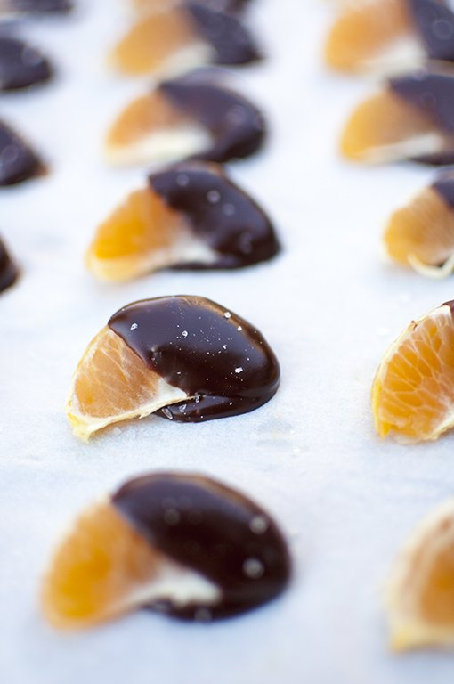 A Christmas favorite - chocolate covered oranges. Find the recipe on our blog! https://t.co/UEmUs2jld4