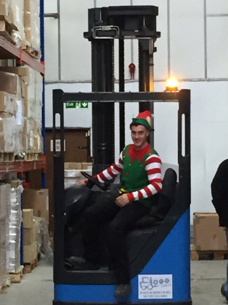 Christmas elfs in the warehouse at ghekko! https://t.co/ncLy4TrSAu