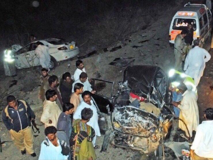 CWfd6 iXAAADcej - Ayesha Omar, Azfar Rehman injured in 'serious' road accident