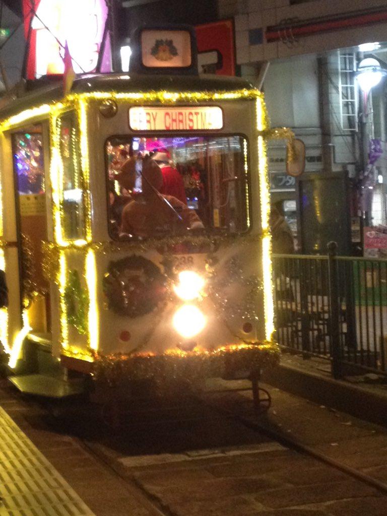 今年もこの季節がやってきた。 トナカイが電車を運転し、トナカイがお客様案内をし、トナカイが信号機をいじる季節がやってきた。  広電のクリスマス電車必ず、運転士がトナカイコスという。 https://t.co/dKnmXkUcd5